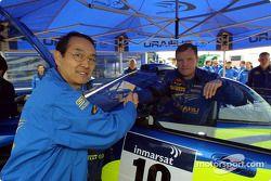 Le président de Subaru Takenaka avec Tommi Makinen