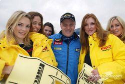 Tommi Makinen avec les Pirelli Girls