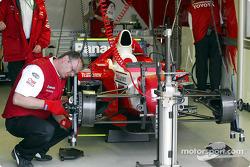 Travail sur la Toyota TF102