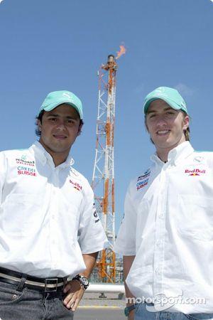 Visita al complejo de petroquimíca integrada de Petronas en el pueblo de Kerteh: Felipe Massa y Nick