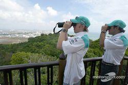 Visita al complejo de petroquímica integrada de Petronas en el pueblo de Kerteh: Nick Heidfeld y Fel