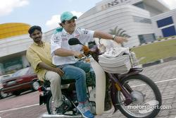Visit at the Kuala Lumpur newspaper printshop: Felipe Massa delivering the newspaper