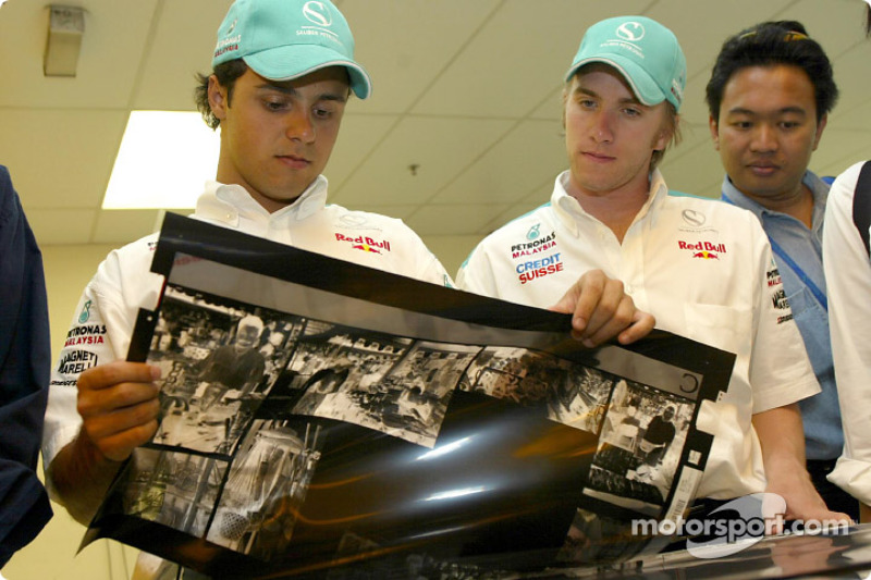 Visit at the Kuala Lumpur newspaper printshop: Felipe Massa and Nick Heidfeld