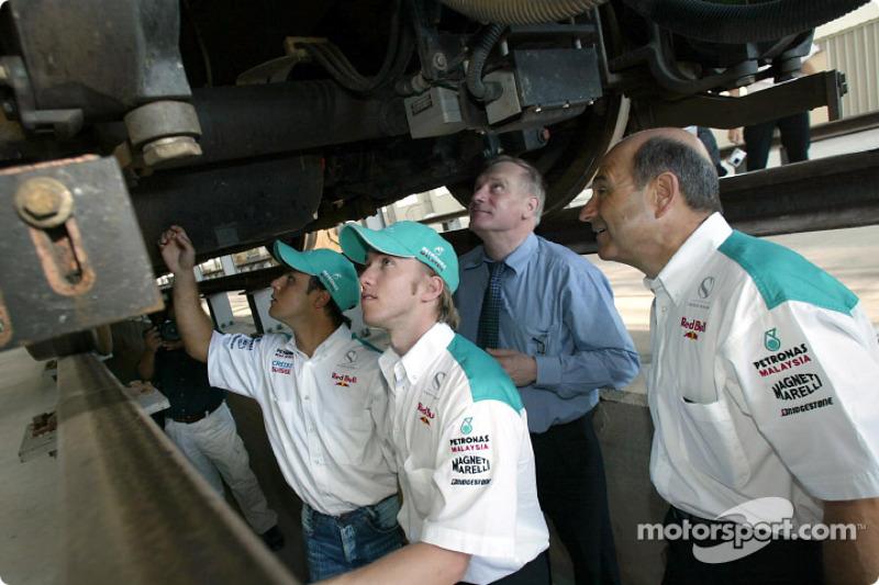 Visit at the KLIA Ekspres trainset: Felipe Massa, Nick Heidfeld and Peter Sauber