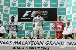 El podio: el ganador de la carrera, Ralf Schumacher, Juan Pablo Montoya y Michael Schumacher
