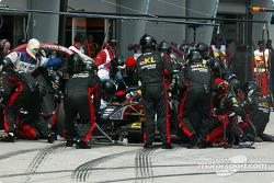 Arrêt au stand pour Mark Webber