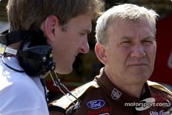 El constructor de motores, Doug Yates y Dale Jarrett