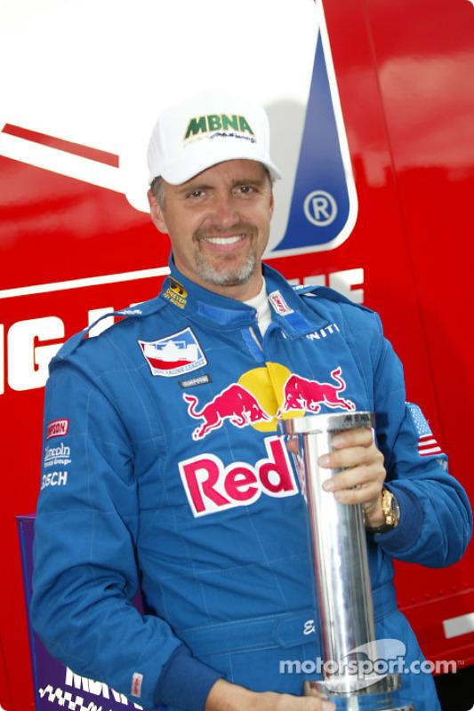 Le prix de la pole position pour Eddie Cheever