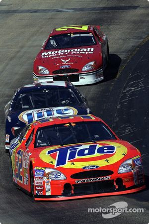 Ricky Craven superando a Rusty Wallace