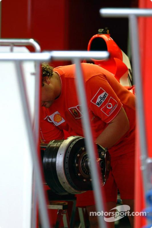 Zona de garage del Equipo Ferrari