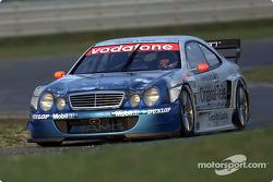 Peter Dumbreck manejando el Mercedes-Benz CLK-DTM 2001, inscrito por el equipo Original-Teile AMG-Mercedes