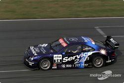 Stefan Mücke manejando el Mercedes-Benz CLK-DTM 2001, inscrito por el equipo Service 24 h AMG-Merced