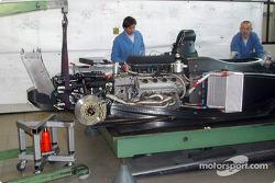 Usine Dallara Automobili à Parme : Infiniti Q45 assemblé sur le châssis Pro Series