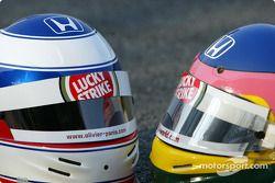 Casques d'Olivier Panis et Jacques Villeneuve