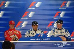 Conferencia de prensa: el ganador de la pole Juan Pablo Montoya con Michael Schumacher y Ralf Schuma