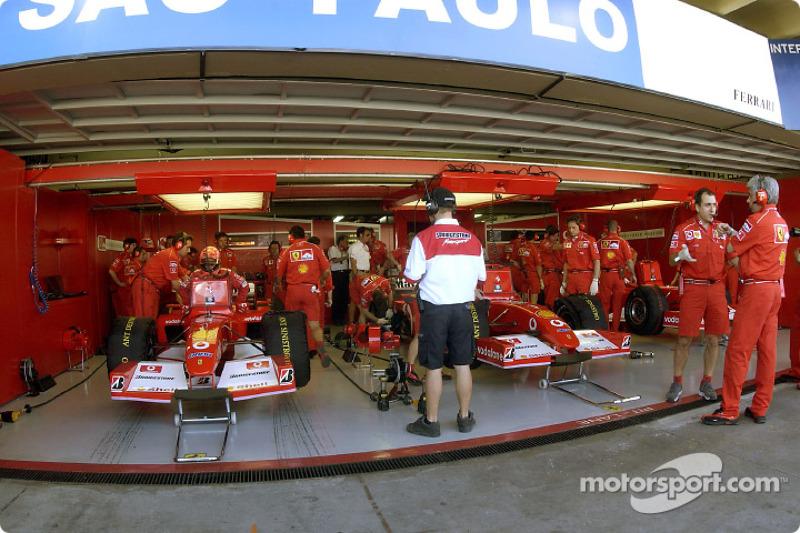 Бокси Ferrari перед гонкою