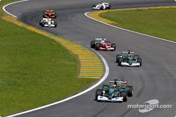 Eddie Irvine, Pedro de la Rosa y Mika Salo luchando entre ellos