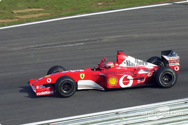 Vuelta de honor para Michael Schumacher