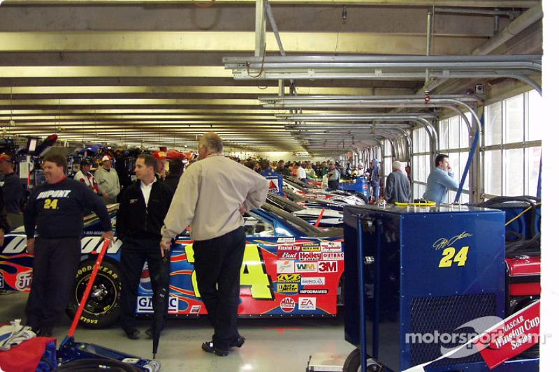 El garage de Happy Hour esperando a que termine la lluvia