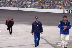 Green, Keller, Sprague, et Nemechek reviennent après avoir inspecté le circuit