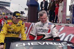 Matt Kenseth y Frank Kimmel tras la introducción de pilotos
