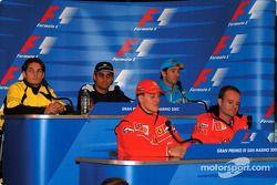 Thursday basın toplantısı: Michael Schumacher ve Rubens Barrichello, front, Giancarlo Fisichella, Ju