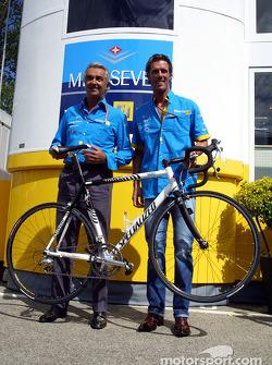 El ciclista Mario Cipollini y Flavio Briatore