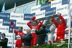 Podyum: Yarış galibi Michael Schumacher ve Rubens Barrichello ve Ralf Schumacher