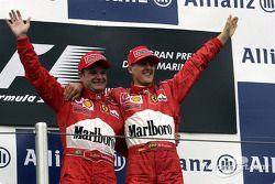 Podyum: Yarış galibi Michael Schumacher ve Rubens Barrichello
