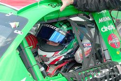 Bobby Labonte se prepara para la carrera