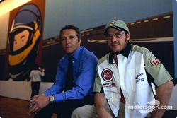 Julian Opie réunit l'art et la Formule 1 : Julian Opie et Jacques Villeneuve