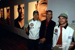 Julian Opie réunit l'art et la Formule 1 : Olivier Panis, Julian Opie et Jacques Villeneuve