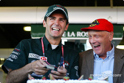 Presentation of the Jaguar Racing cake: Pedro de la Rosa and Niki Lauda