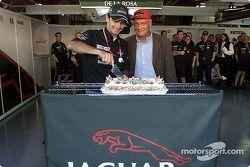 Presentation, Jaguar Racing cake: Pedro de la Rosa ve Niki Lauda