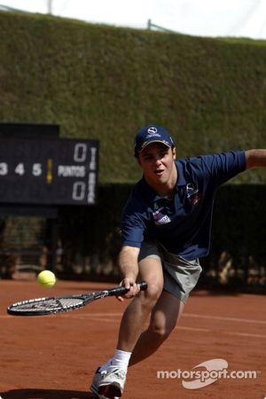 Felipe Massa jugando tenis