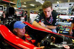 Mark Webber ve champion Lleyton Hewitt