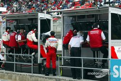Team Toyota pitwall before race
