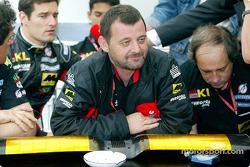 Paul Stoddart anunciando el retiro del Equipo Minardi del Gran Premio de España