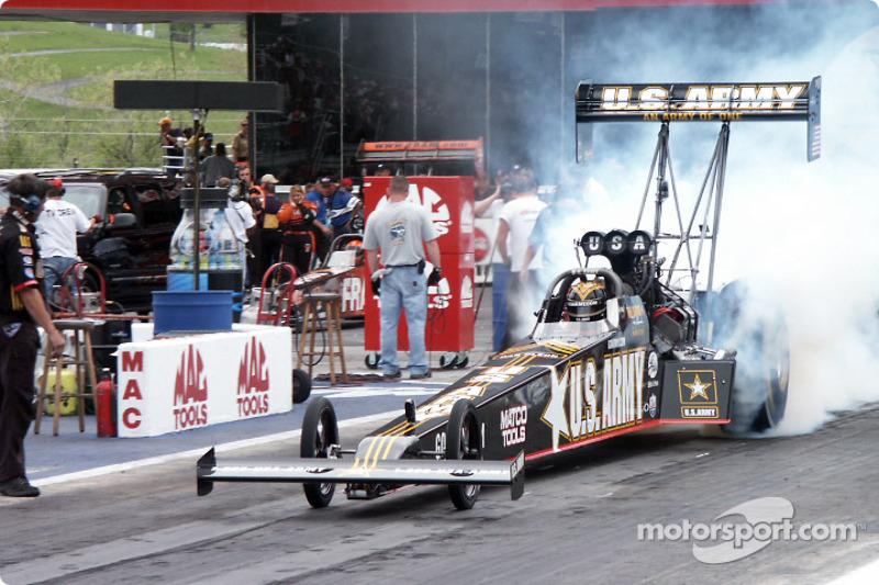 Tony Schumacher heats the tires