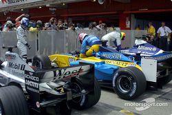 Parc fermé tras la clasificación: Kimi Raikkonen, Jenson Button y Ralf Schumacher
