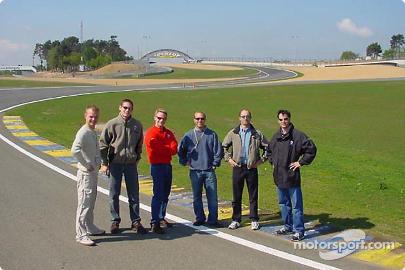 Pilotos de Panoz revisan las nuevas adiciones al circuito de las 24 Horas de Le Mans: Jan Magnussen, Gunnar Jeannette, Bryan Herta, Bill Auberlen, David Brabham y David Donohue