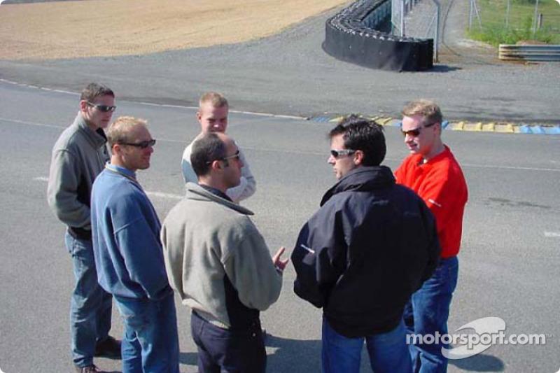 Pilotos de Panoz revisan las nuevas adiciones al circuito de las 24 Horas de Le Mans: Jan Magnussen,
