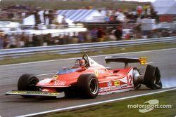 Gilles Villeneuve üç tekerlek üzerinde tam gaz