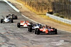 Tijdens de 70 ronden probeerde iedereen Gilles Villeneuve in te halen, maar tevergeefs. Hij won zijn zesde en laatste Grand Prix.