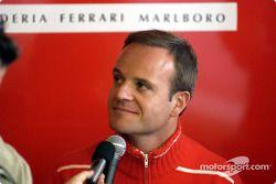 Conferencia de prensa anunciando el contrato 2003-2004 con Barrichello: Rubens Barrichello