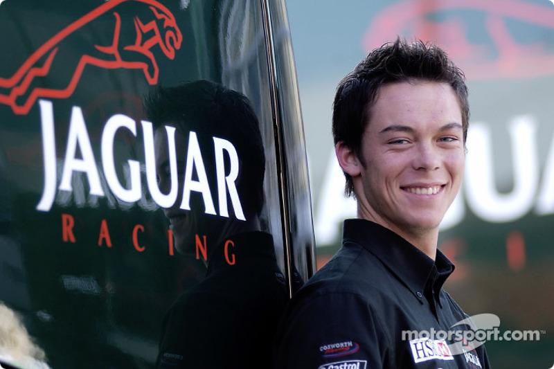 Узнаете этого парня? А если мысленно представить его седеющим? Это же Андре Лоттерер – в 2002 году он был тест-пилотом Jaguar...