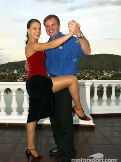 Tommi Makinen aprendiendo tango