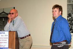 Carville et Luntz écoutent une question du public