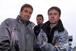 Bernd Schneider, Team HWA, AMG-Mercedes CLK-DTM 2002, mit Chefdesigner Gerhard Ungar