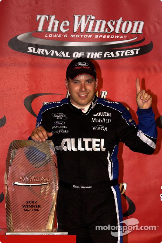 El novato Ryan Newman fue el más rápido de la noche al ganar The Winston